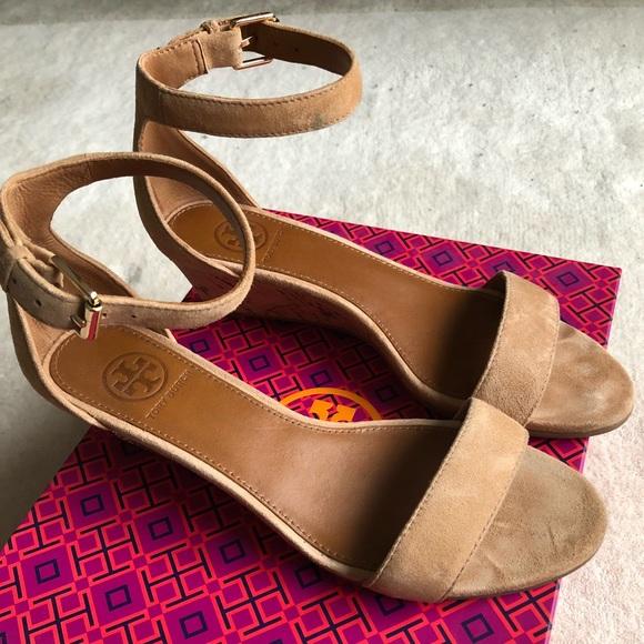 d06189390ce0 Tory Burch Savannah 45 mm Wedge sandal suede sz 6.  M 5a7761c0daa8f6899c2d4224